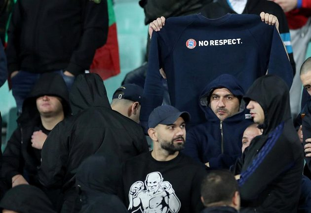 Bulharští fanoušci se během kvalifikační bitvy s Anglií zrovna nevytáhli. Duel byl kvůli rasistickým urážkám dvakrát přerušen.