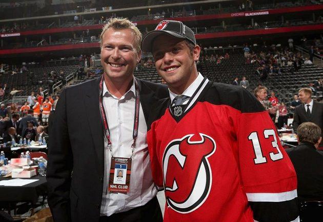 Martin Brodeur po draftu NHL v roce 2013 se svým synem Anthonym, kterého si rovněž vybralo New Jersey.