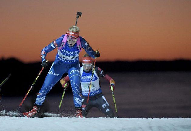 Gabriela Soukalová předvedla na druhém úseku skvělý výkon. Českou štafetu vytáhla na chvíli i na první místo.