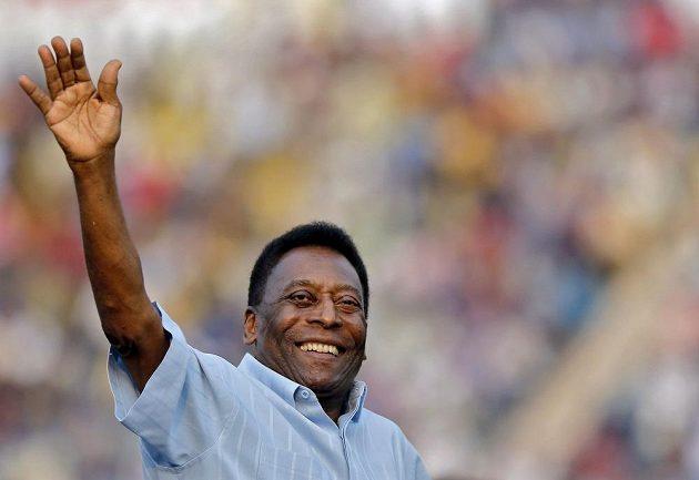 Legendární brazilský fotbalista Pelé musel ve Francii do nemocnice.