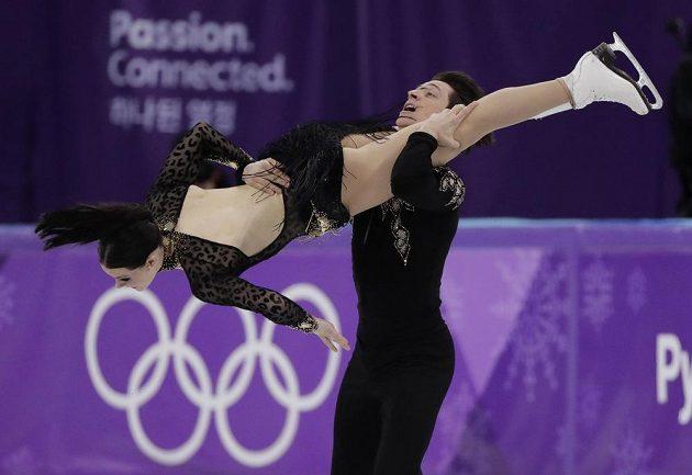 Kanaďané Tessa Virtueová a Scott Moir při krátkém tanci.