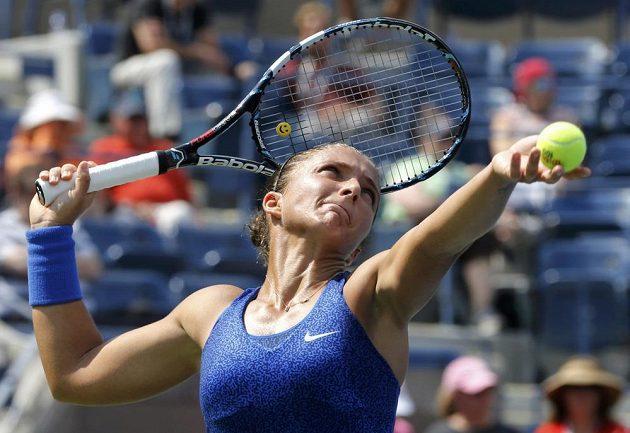 Italka Sara Erraniová má neobvyklou techniku servisu, který je nejpomalejší na celém US Open. Třeba na Venus Williamsovou to ale stačilo.