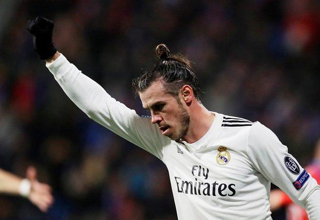 Gareth Bale z Realu se raduje po jednom z gólů, který dal Plzni Karim Benzema.