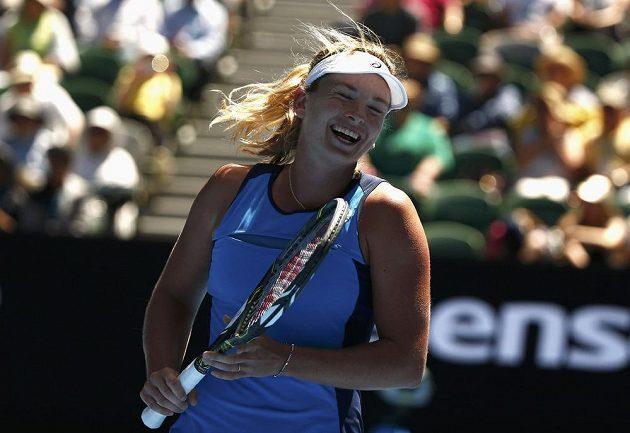 Coco Vandewegheová má radost z postupu do semifinále AO.