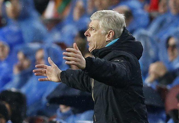 Kouč Arsenalu Arsene Wenger na Camp Nou zázrak nesvedl.