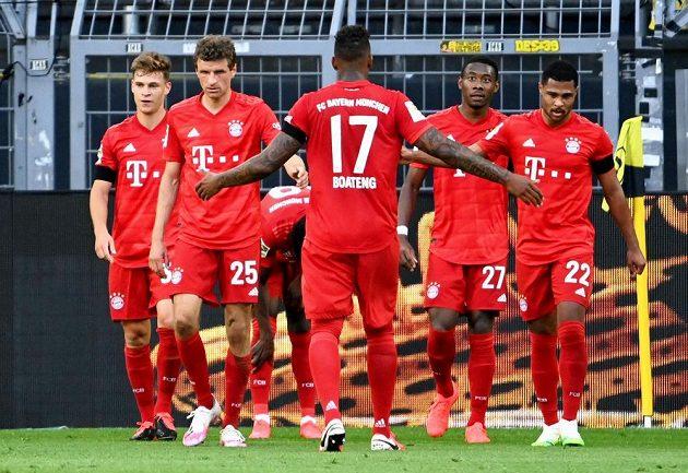 Radující se hráči Bayernu, zleva Joshua Kimmich, Thomas Müller, Jérome Boateng, David Alaba a Serge Gnabry.