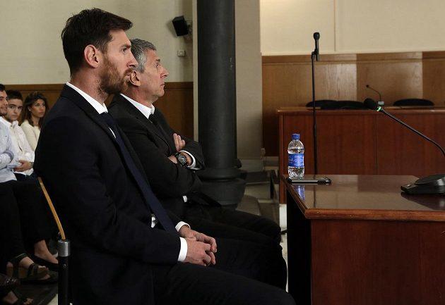 Lionel Messi s otcem před soudem kvůli daňovým nesrovnalostem.