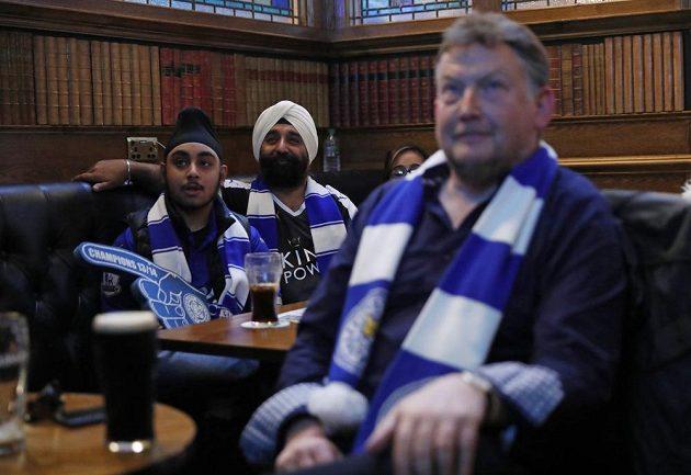 Fanoušci Leicesteru při sledování pro jejich tým důležitého souboje Chelsea a Tottenhamu.