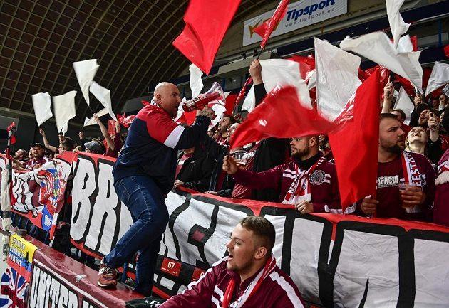Fanoušci Bremerhavenu si užívají duel hokejové Ligy mistrů se Spartou.