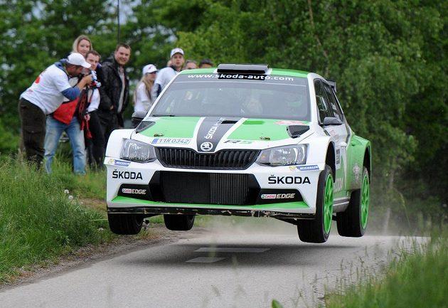 Jan Kopecký se Škodou Fabia R5 během Rallye Český Krumlov při rychlostní zkoušce zvané Col de Svatý Ján u obce Malče.