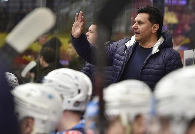 Gestikulující trenér Chomutova Vladimír Růžička.