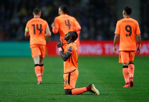 Sadio Mané z Liverpoolu se raduje z gólu proti Portu.