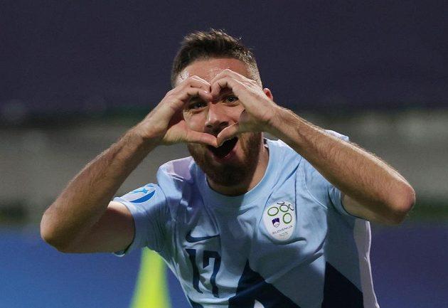 Slovinec Aljoša Matko oslavuje svoji trefu v utkání s českými Lvíčaty.