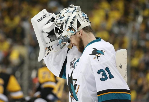 Hrdina pátého finále NHL. Martin Jones ze San Jose pochytal 44 střel hráčů Pittsburghu.