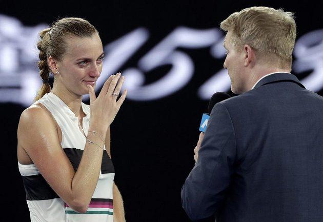 Česká tenistka Petra Kvitová se po čtvrtfinálovém utkání Australian Open na kurtu rozplakala.