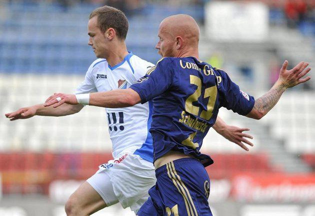 Ostravský obránce Tomáš Vengřinek (vlevo) a Jan Schulmeister z Olomouce v utkání 27. kola Gambrinus ligy.