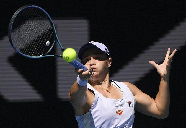 Australská tenistka Ash Bartyová řádila ve čtvrtfinále Australian Open jako uragán. Češka Muchová neměla v první sadě nárok, prohrála ji 1:6.