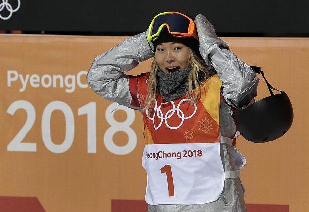 Vážně mám zlato? Olympijskou vítězkou v U-rampě je sedmnáctiletá americká snowboardistka Chloe Kimová. Zdá se, že tomu nemohla uvěřit.