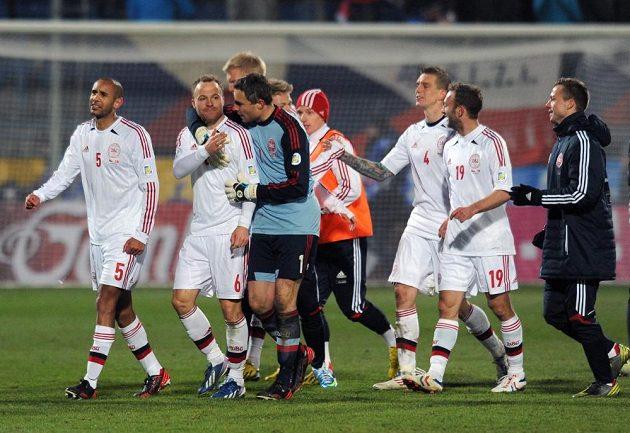 Fotbalisté Dánska se radují z vítězství nad českým národním týmem v kvalifikaci o postup na mistrovství světa.