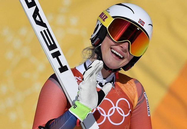 Norka Ragnhild Mowinckelová a její reakce během kombinačního sjezdu na olympiádě v Pchjongčchangu.