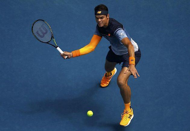 Kanaďan Milos Raonic v utkání proti Stanu Wawrinkovi v osmifinále Australian Open.