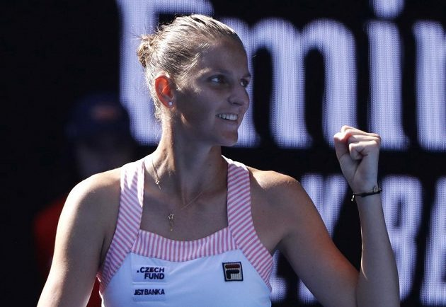 Dobojováno! Karolína Plíšková se raduje po výhře na Španělkou Garbiňe Muguruzaovou.