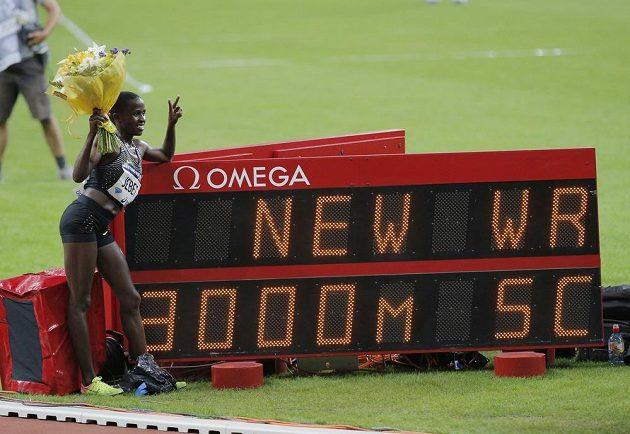 Rut Jebetová se v Paříži stala novou držitelkou světového rekordu na trati 3000 metrů překážek.