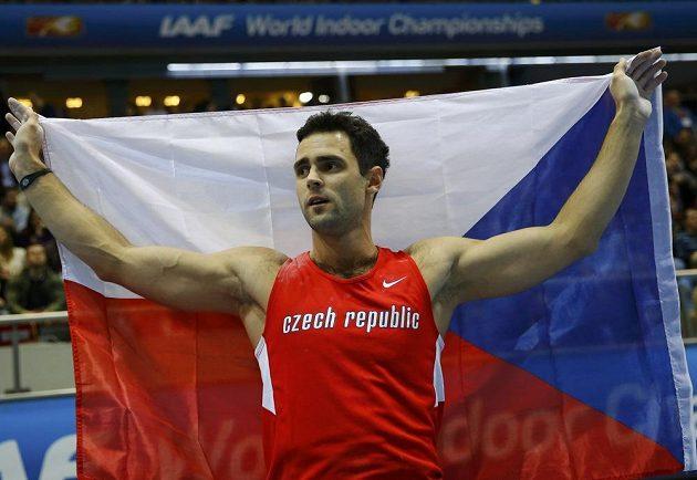 Tyčkař Jan Kudlička slaví bronz na halovém mistrovství světa v Sopotech.