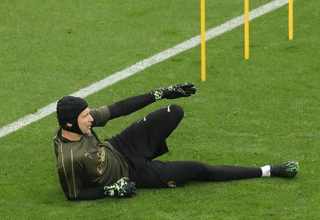 Brankář Arsenalu Petr Čech se na Olympijském stadionu v Baku připravuje na svůj poslední zápas kariéry.