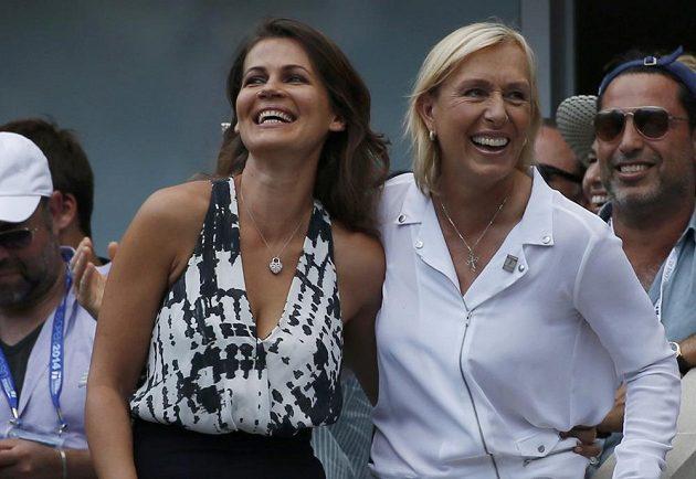 Martina Navrátilová (vpravo) požádala svou partnerku Julii Lemigovou přímo na kurtu Arthura Ashe v New Yorku o ruku.