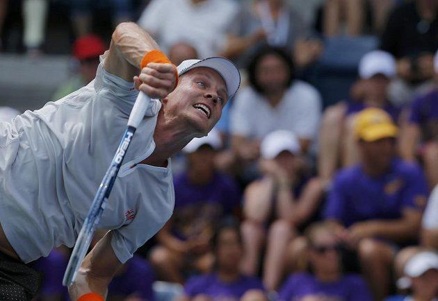 Tomáš Berdych během utkání 3. kola US Open s Francouzem Julienem Benneteauem.