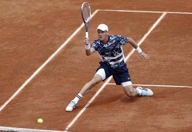 Český tenista Tomáš Berdych během duelu s Aleksandrem Nedovjesovem.