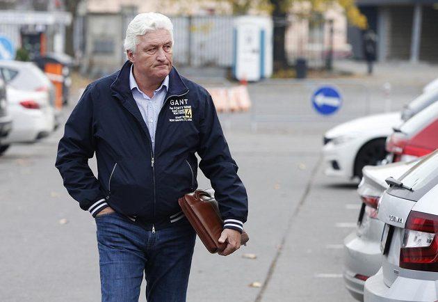 Trenér Miloš Říha míří na sraz hokejové reprezentace. Čeká ho velká premiéra.
