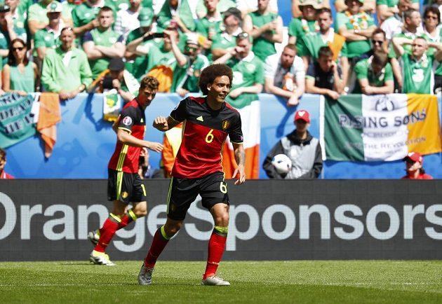 Axel Witsel dal jeden z gólů Belgie proti Irům.