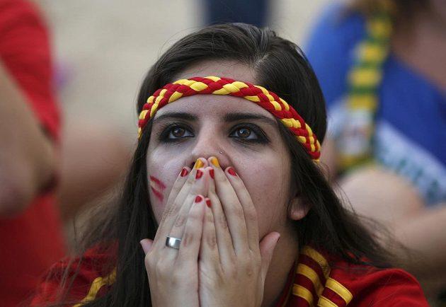 Reakce španělské fanynky po debaklu s Nizozemskem.