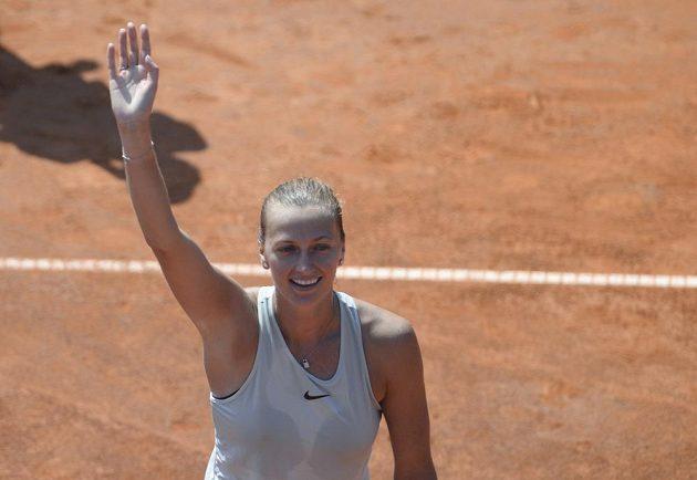 Česká hráčka Petra Kvitová slaví vítězství 4:6, 6:2 a 6:3 nad Rumunkou Mihaelou Buzarnescuovou.