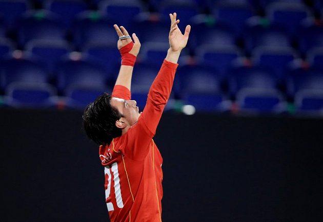Fotbalista Severní Makedonie Eljif Elmas slaví gól v síti Německa v utkání kvalifikace MS 2022.