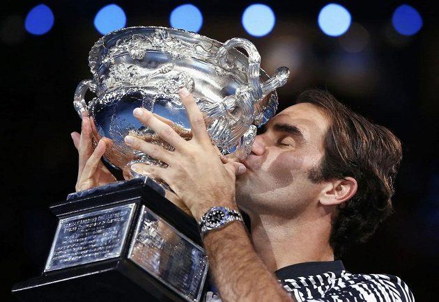 Roger Federer s trofejí.
