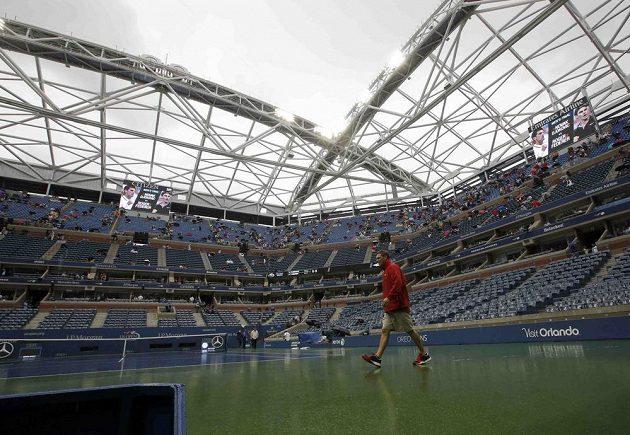 Déšť oddaloval začátek finále US Open.