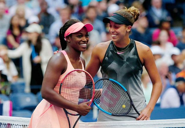 Aktérky amerického finále dvouhry na US Open. Vpravo Madison Keysová, vlevo Sloane Stephensová.