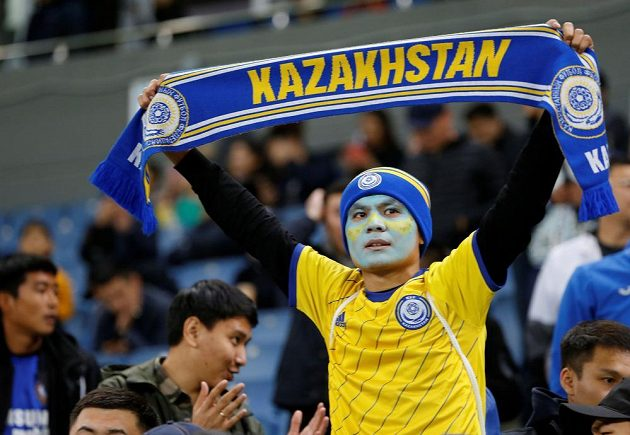 Fanoušek Kazachstánu během utkání proti Belgii v kvalifikaci o postup na EURO 2020.