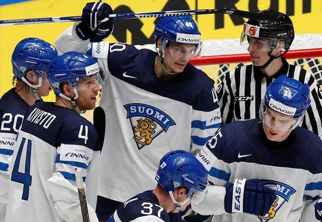 Radost hokejistů Finska v zápase s Kanadou.