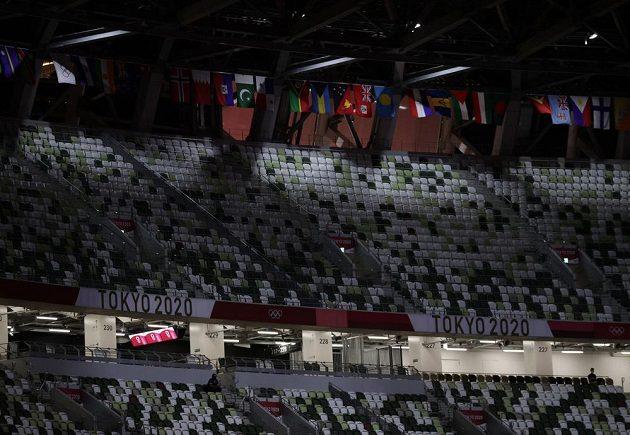Prázdné hlediště Olympijského stadionu v Tokiu během zahajovacího ceremoniálu LOH 2021.