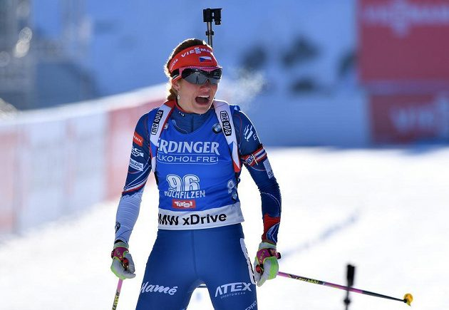 Gabriela Koukalová v cíli sprintu na MS v Hochfilzenu.