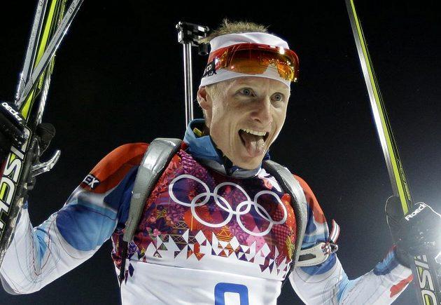 Biatlonista Ondřej Moravec je po skončení stíhacího závodu na 12,5 km viditelně spokojený.