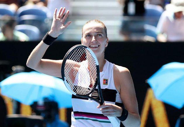 Česká tenistka děkuje publiku za podporu.