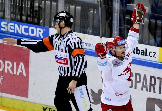 Autor rozhodujícího třetího gólu Třince Vladimír Dravecký.