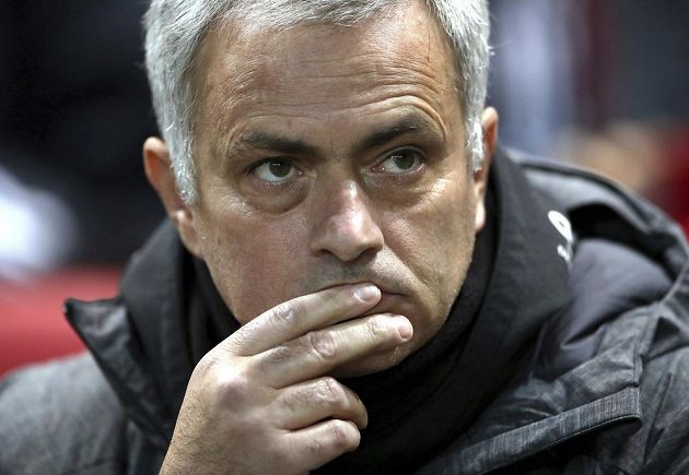 Zamýšlený kouč Manchester United José Mourinho. Stejně jako jeho svěřenci musel skousnout hořkou porážku.