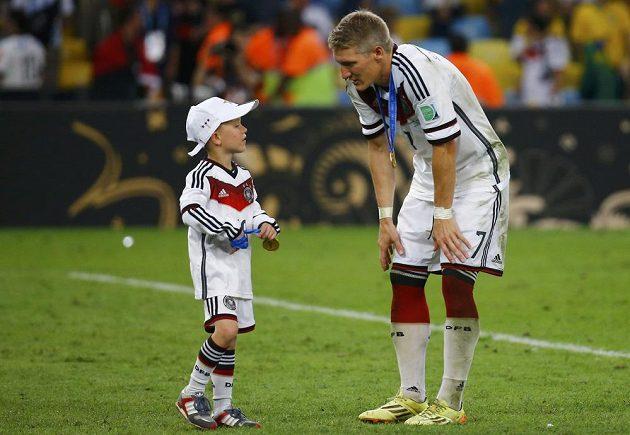 Bastian Schweinsteiger s malým Louisem Gabrielem Podolským.