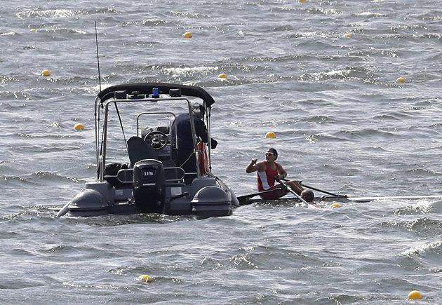 Záchranáři byli v akci častěji, než mnozí skifaři.